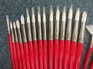 Winsor-amp-Newton-University-Range-Artists-039-Long-Handled-Round-Acrylic-Paint-Brush
