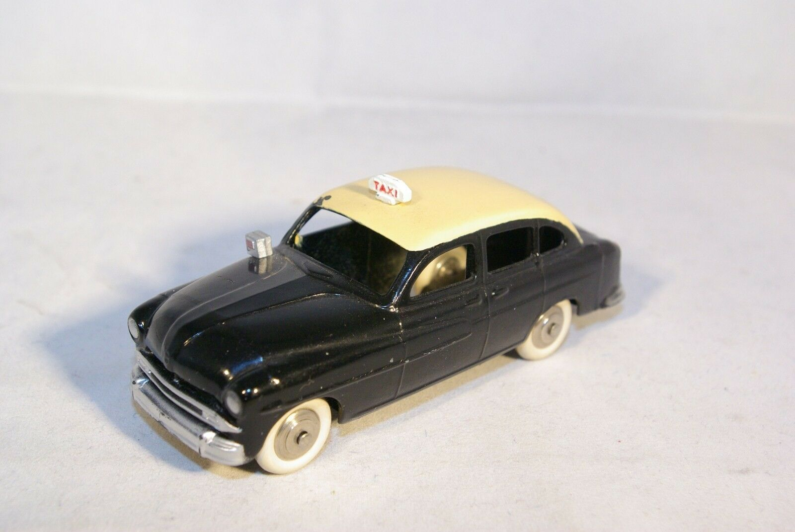 DINKY TOYS 24TX 24 TX FORD VEDETTE TAXI PARISIEN NEAR MINT RARE
