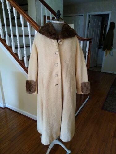 Classic Vintage 1940's Women's  Fur Trimmed Coat,