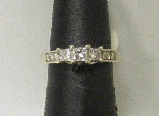 (RI1) Ladies 14K White gold Diamond Ring - sz. 5 - 5 g - .45 TCW