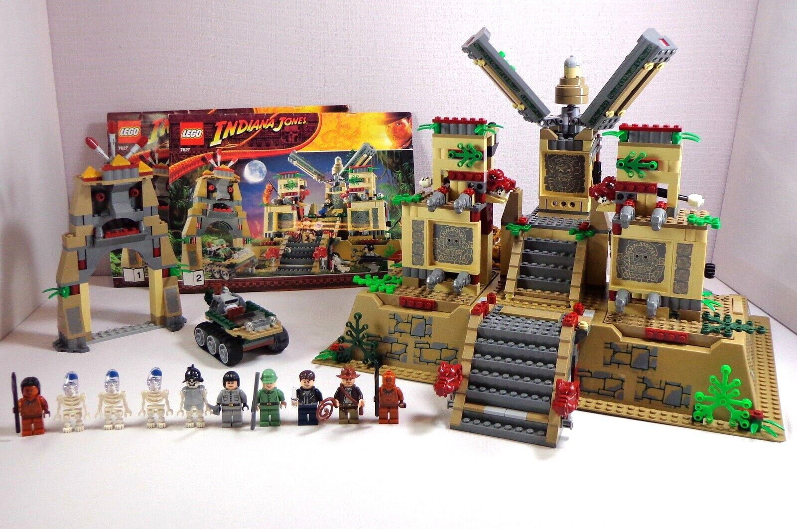 Lego Indiana Jones Set Temple of the Crystal Skull 7627 Complete w  10 Minifigs