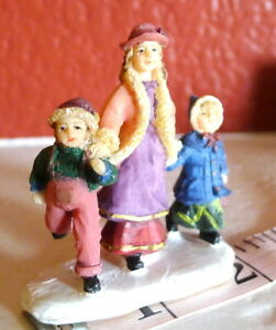 Grandeur-Noel-Victorian-Christmas-Village-Mother-son-daughter-2001