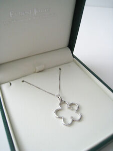New-without-tags-Ernest-Jones-9CT-Solid-White-Gold-Diamond-Flower-Necklace