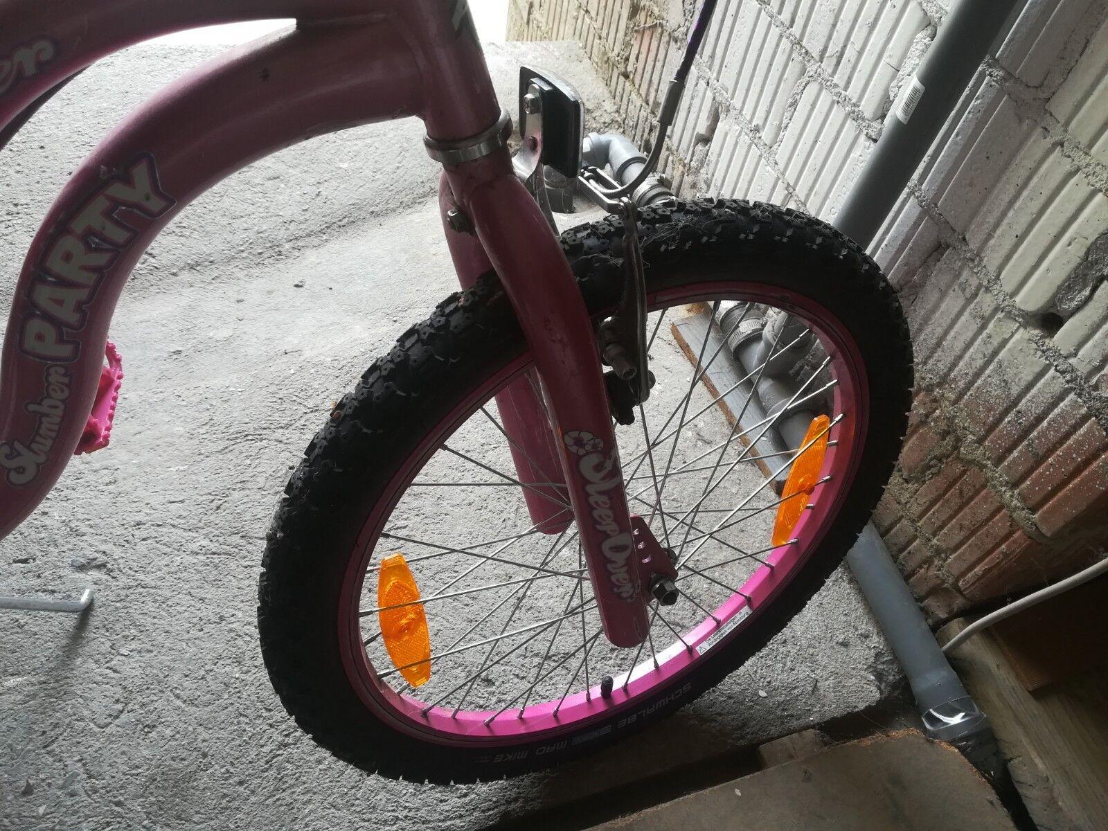 Ich verkaufe BMX Special Edition für MädchenIn sehr gutem Zustand wenig gebrauc