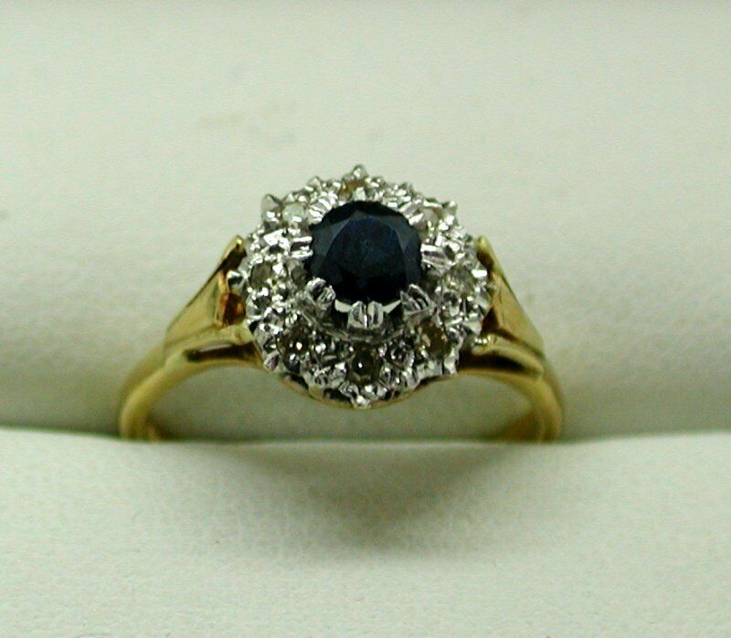 Beautiful Vintage 18 Carat gold Sapphire And Diamond Cluster Ring Size N
