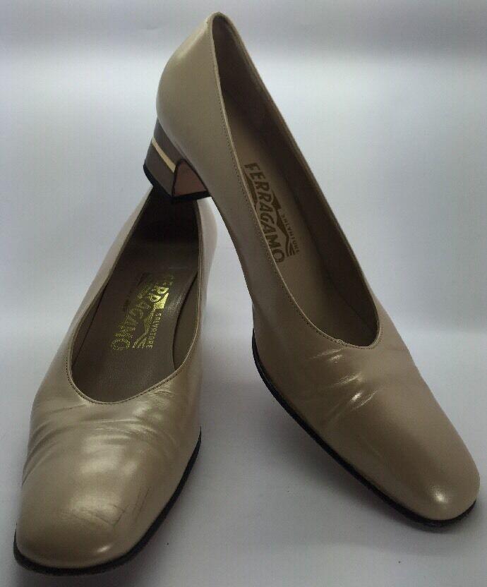 SALVATORE FERRAGAMO Golden Tan Leder Pumps Embellished Low Heel 7.5 4A