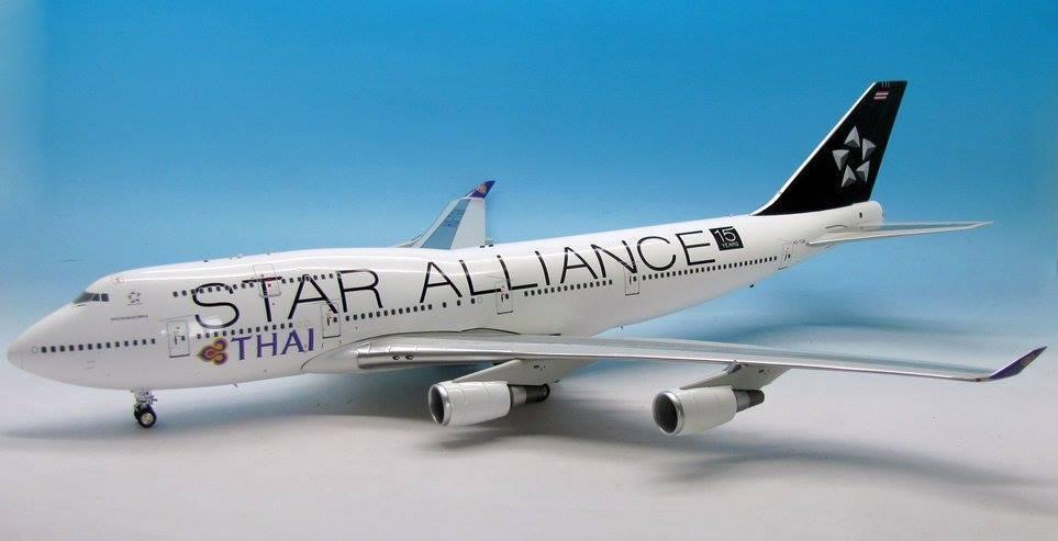 Jfox JF7474035 1/200 Thai Airways Star Alliance BOEING 747-4D7 HS-TGW con supporto