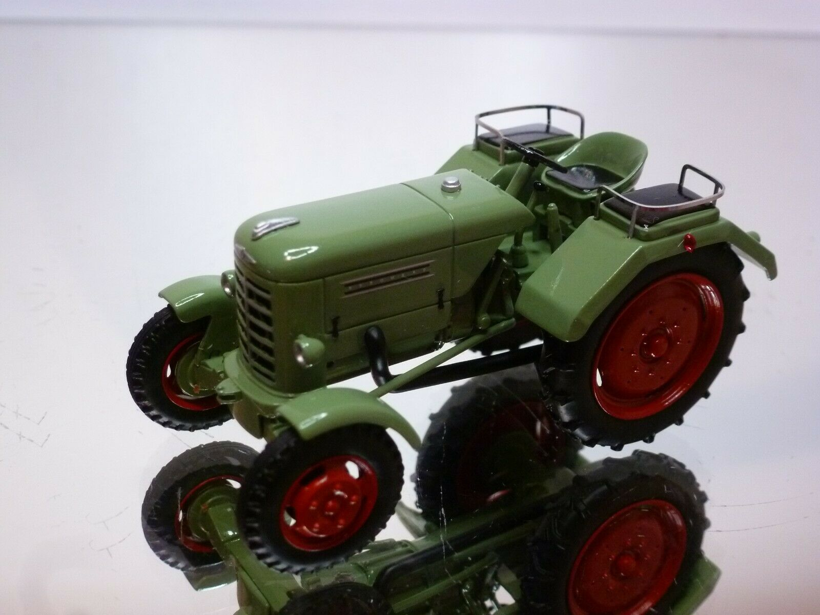 SCHUCO BORGWARD DIESEL TRACTOR - verde 1 43 - VERY GOOD