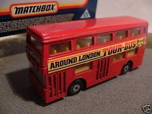MATCHBOX biplan around London tour-bus rouge  </span>
