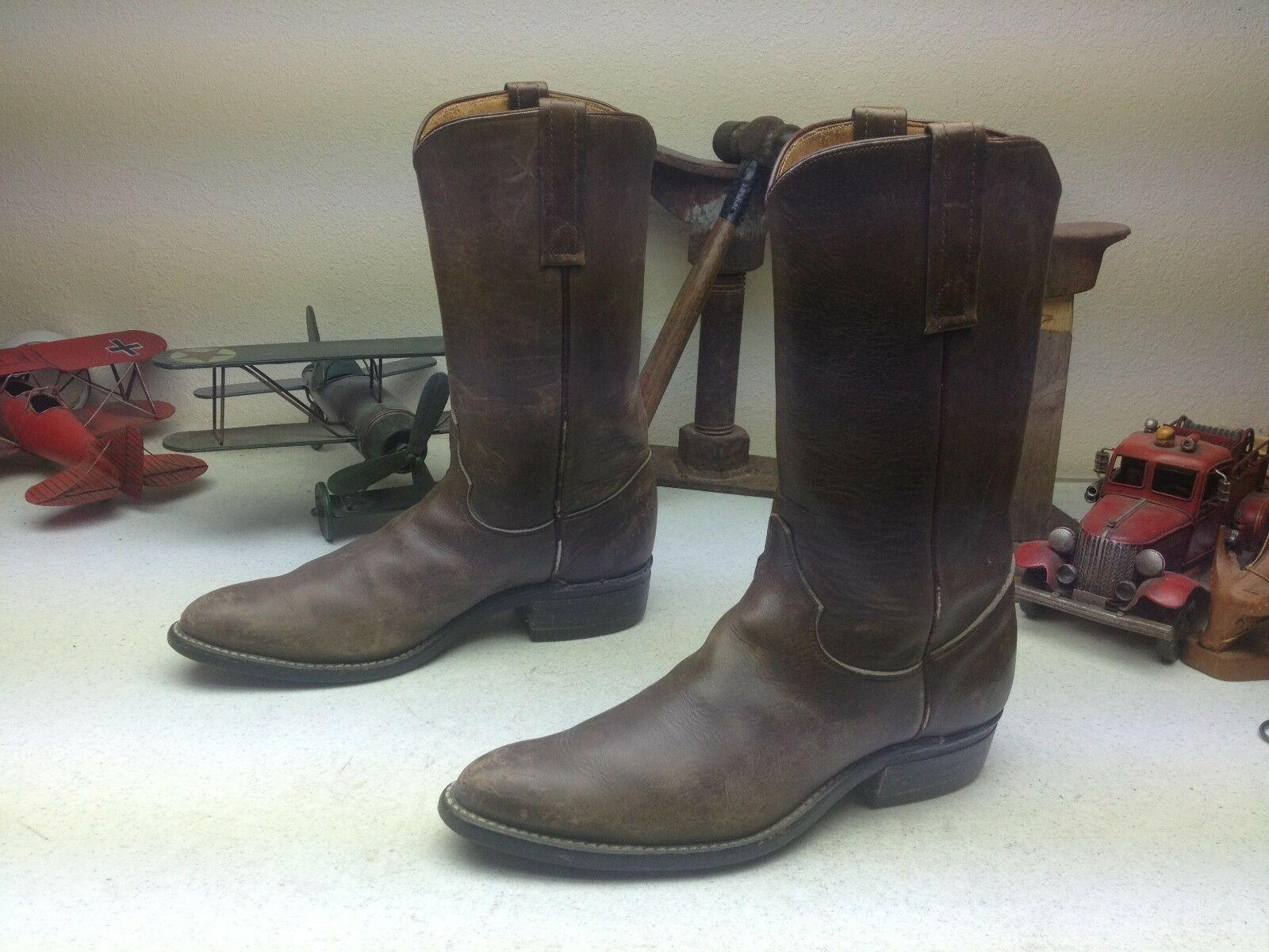 VINTAGE BROWN JUSTIN WESTERN COWBOY DISTRESSED ENGINEER TRAIL BOSS BOOTS 8.5 A