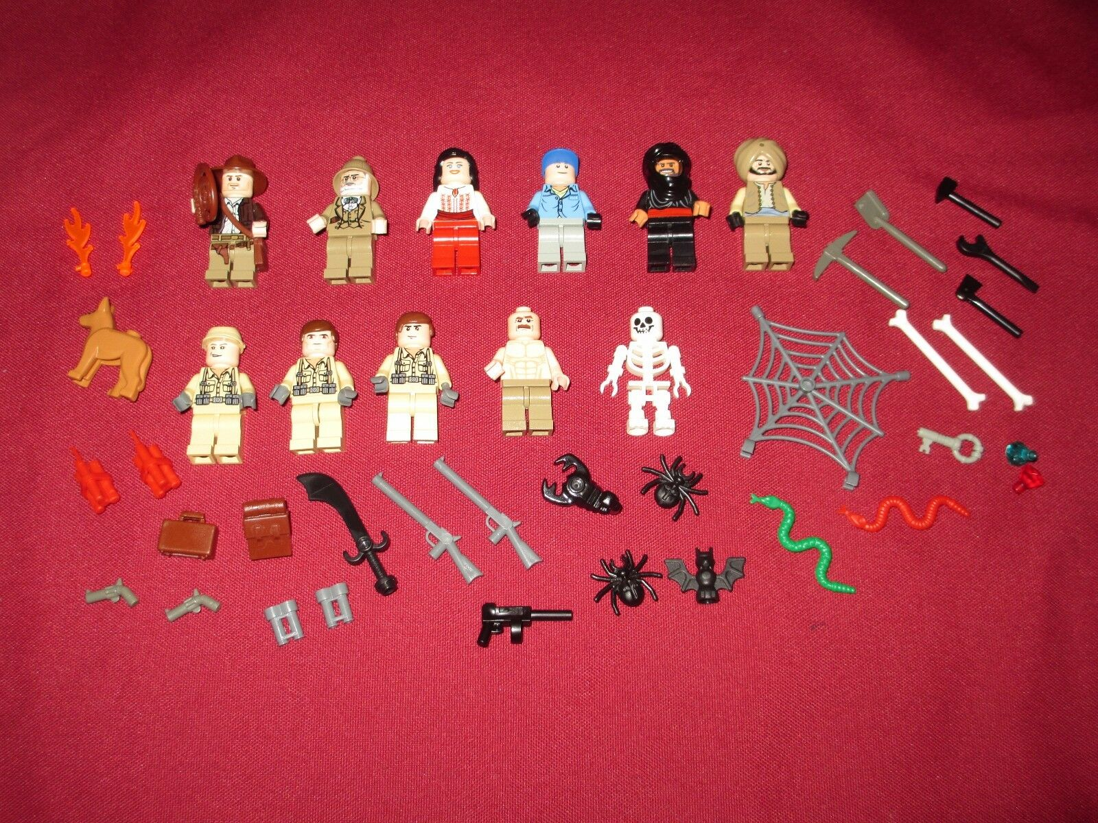 LEGO Indiana Jones Minicifras Lot,Raiders  of the Ark  Lot,Weapons ,11 cifras  consegna rapida