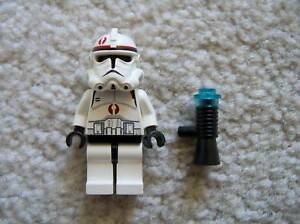 LEGO-Star-Wars-Rare-Clone-Trooper-w-Red-Markings-amp-Blaster-7250-Excellent