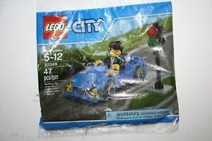 Lego City 30349 Car Minifigure and traffic light Sealed Poly Bag