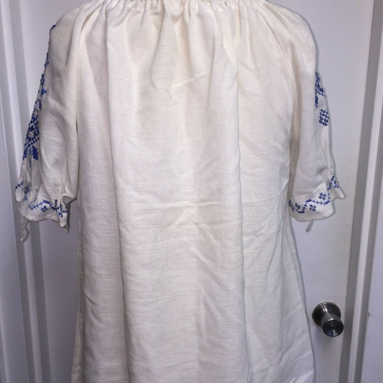 ⭐Vtg Hungarian Matyo Style Blouse Embroidered Pea… - image 4