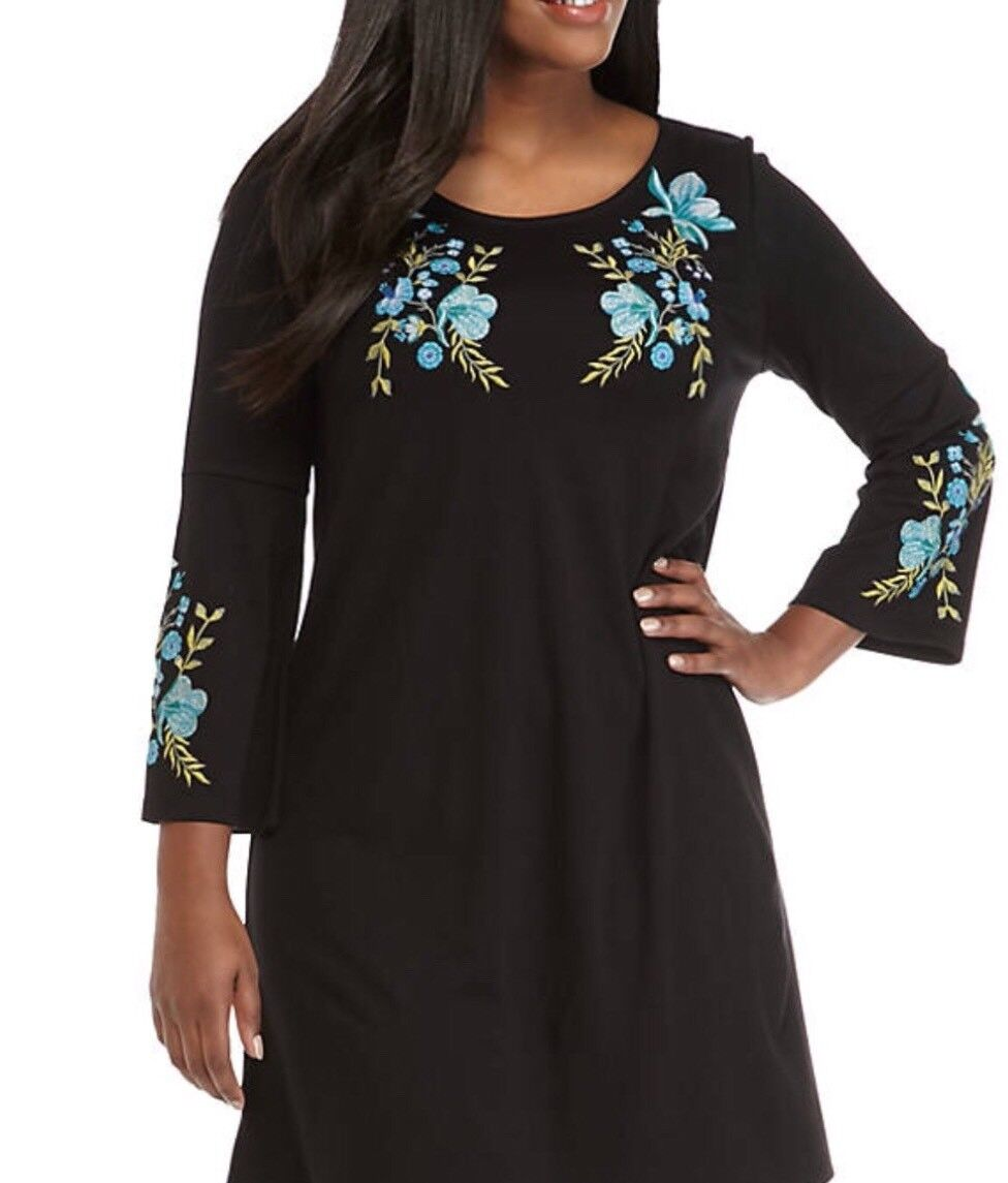 Kaari bluee Plus Size Embroidered Shift Dress. Size 0X.  119.00