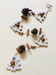 Weihnachtsmobile-Holz-Girlande-Weihnachten-mit-Tannenbaum-Beige-Grau