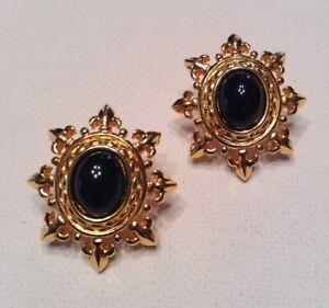 Vintage-Signed-MONET-Jewelry-Earrings-22k-Gold-Plated-Black-Acrylic-Fleur-De-Lys