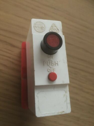 RED BUTTON WYLEX 30 AMP MCB PUSH PLUG 30A with BASESHIELD