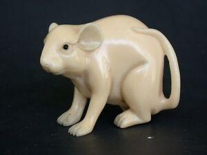 Vintage Japanese ivory color netsuke -Big White Mouse/Rat on the PROWL