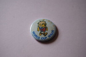 RETRO-1966-World-Cup-Willie-Button-Badge-Moore-Hurst-England-Germany