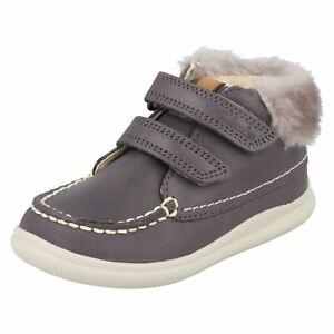 Dettagli su Bambine Clarks Nuvola Flufi FST Primi Scarpe Casual Pelo Stivali Caviglia