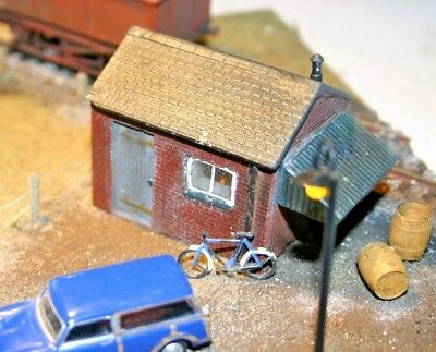 Detailed Model Railway Building Hut / Workshop For Ho / Oo Painted New 07 I Prodotti Sono Venduti Senza Limitazioni