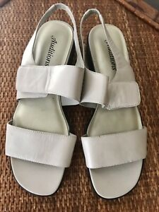 Auditions Leather Upper Sandals Beige Size 8 1/2 B 8.5 New NWOT Women Wedge
