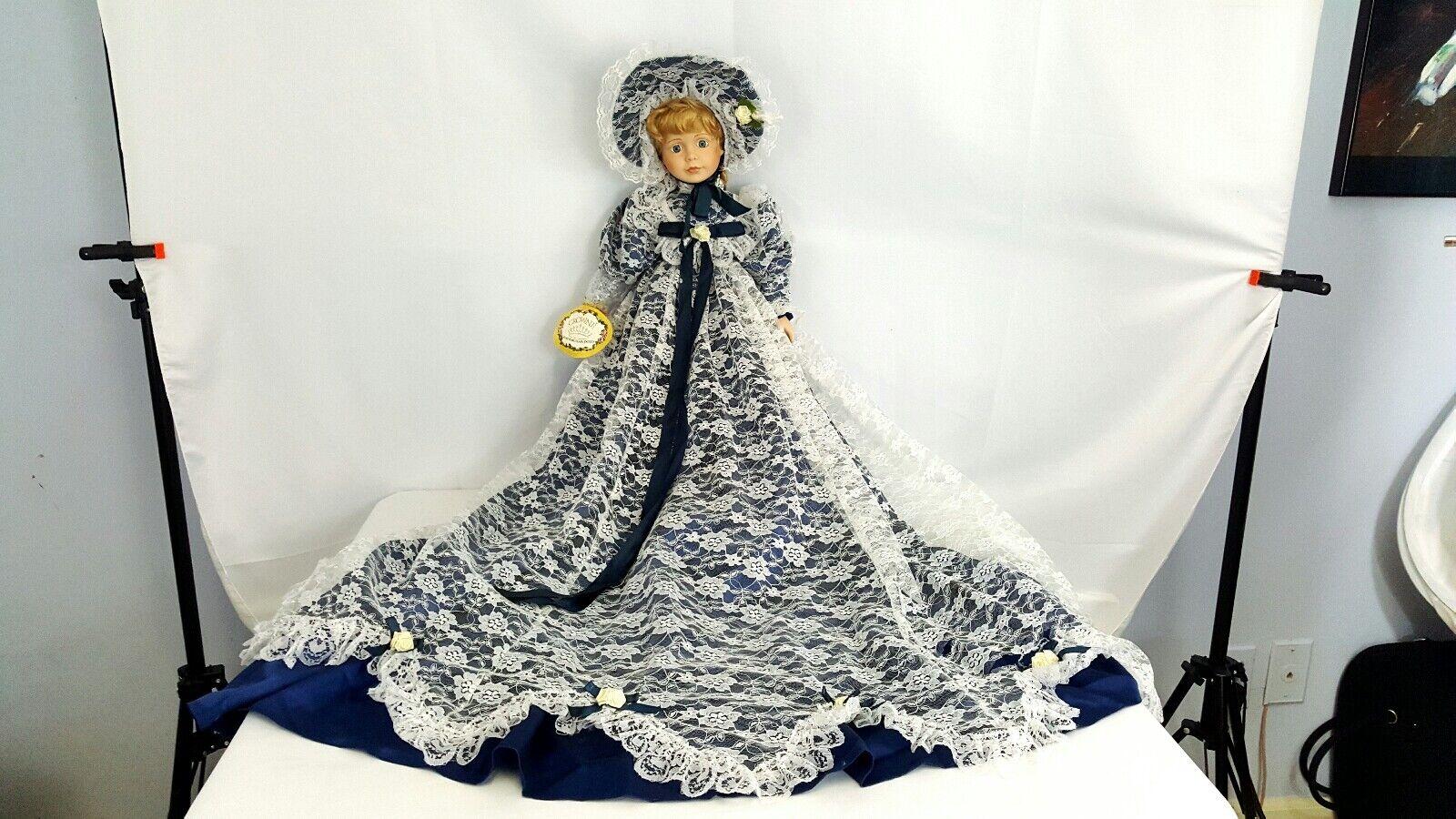 GWENDOLYN  By Crowne Porcelain 25'' bambola Vintage  articoli promozionali