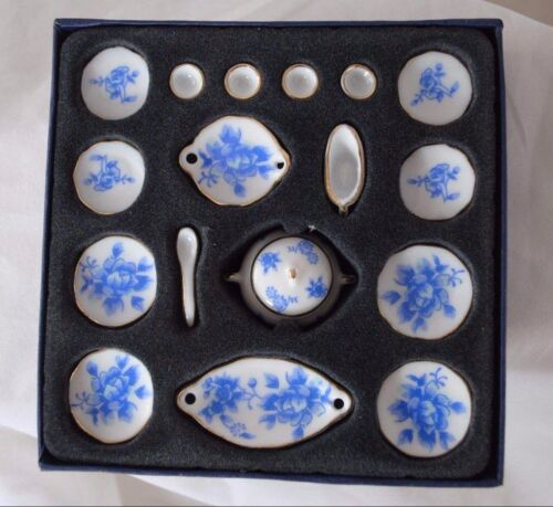 Dinner Set Blue Flowers 18pc ceramic dollhouse miniature 112 scale G8470