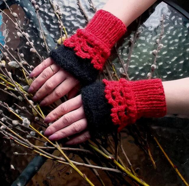 Fingerless arm warmers / Wrist warmers / lace fingerless gloves/Arm cuff