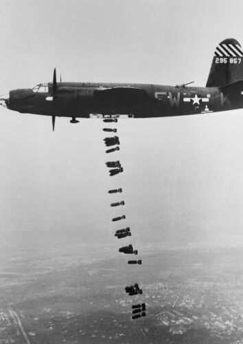 Canvas B-26 Maurauder Dropping Bombs Art print POSTER