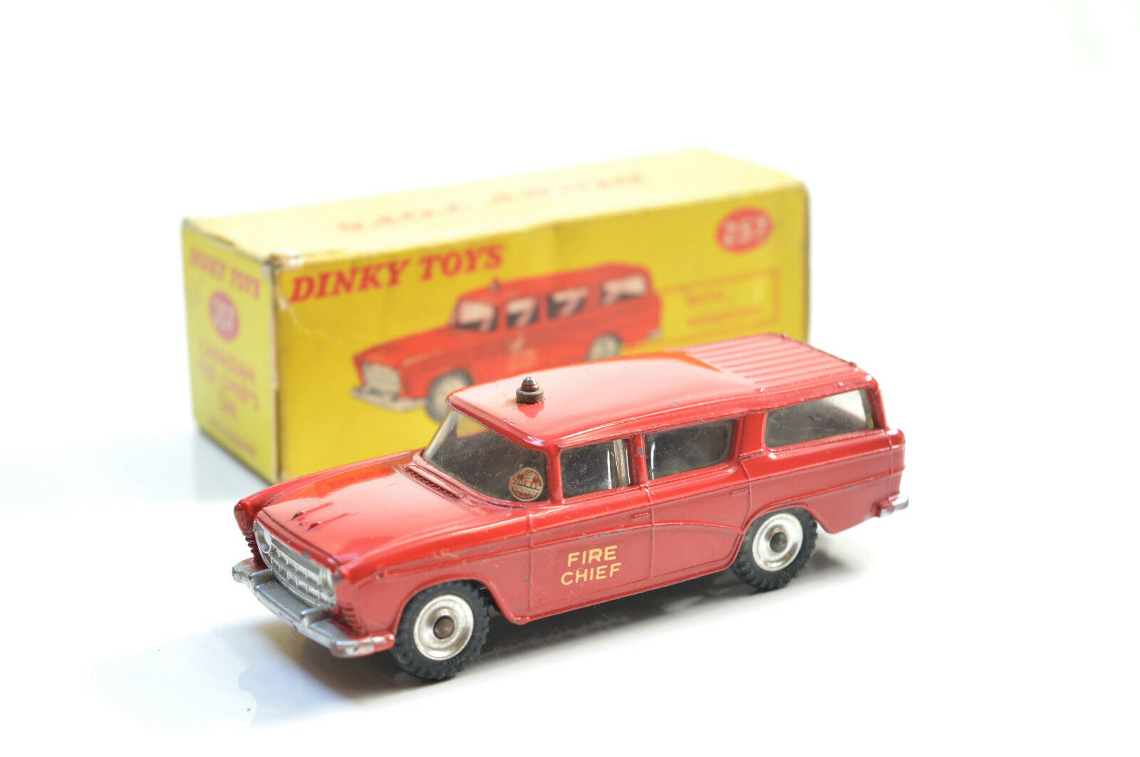 DINKY 257 CANADIAN FIRE CHEIFS CAR
