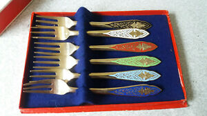 LOVELY-VINTAGE-BOXED-SET-SIX-THAI-ENAMEL-amp-BRONZE-PASTRY-FORKS-BANGKOK
