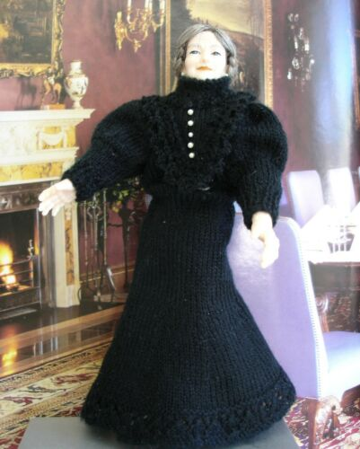 Knitting Patterns for 1:12 scale Victorian clothes to fit 5.5 inch lady dolls