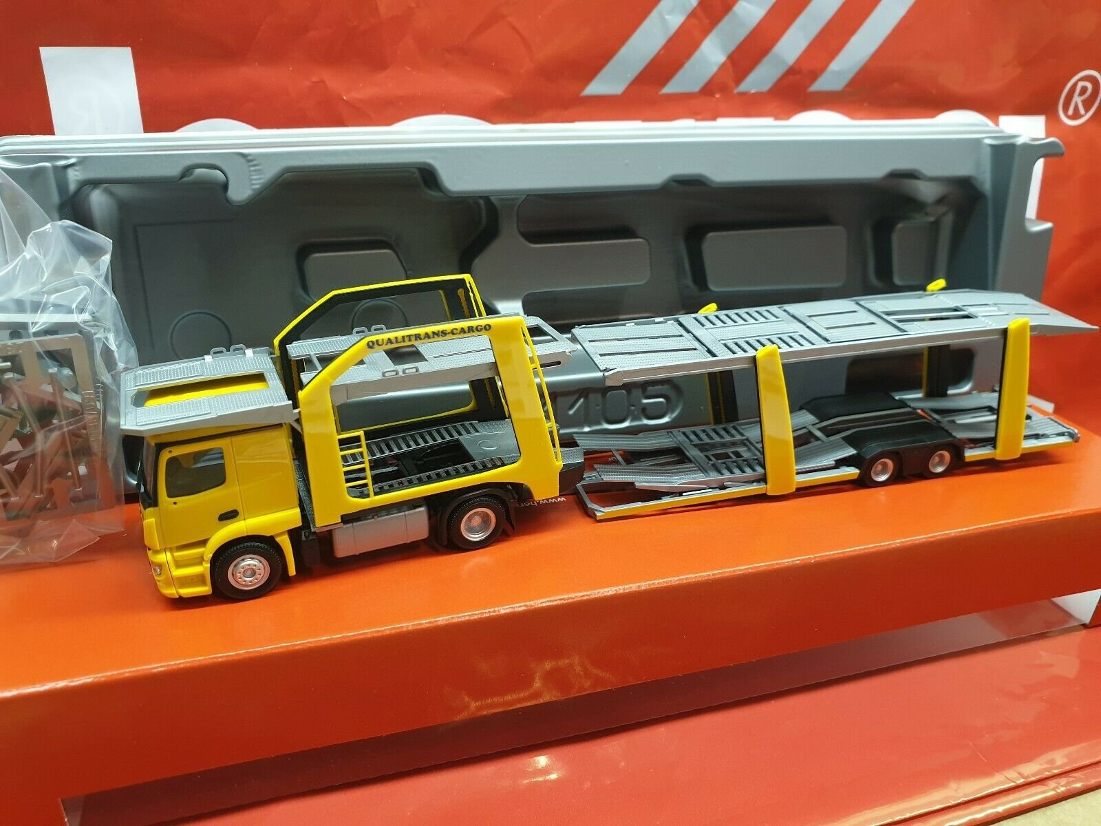 "Herpa 309790-1//87 MB Actros Eurolohr Autotransporter /""Qualitrans Cargo/"" HU"