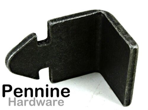 REVERSIBLE METAL GATE CATCH 38 x 40mm 05880101 Mild Steel Angled Strike Plate