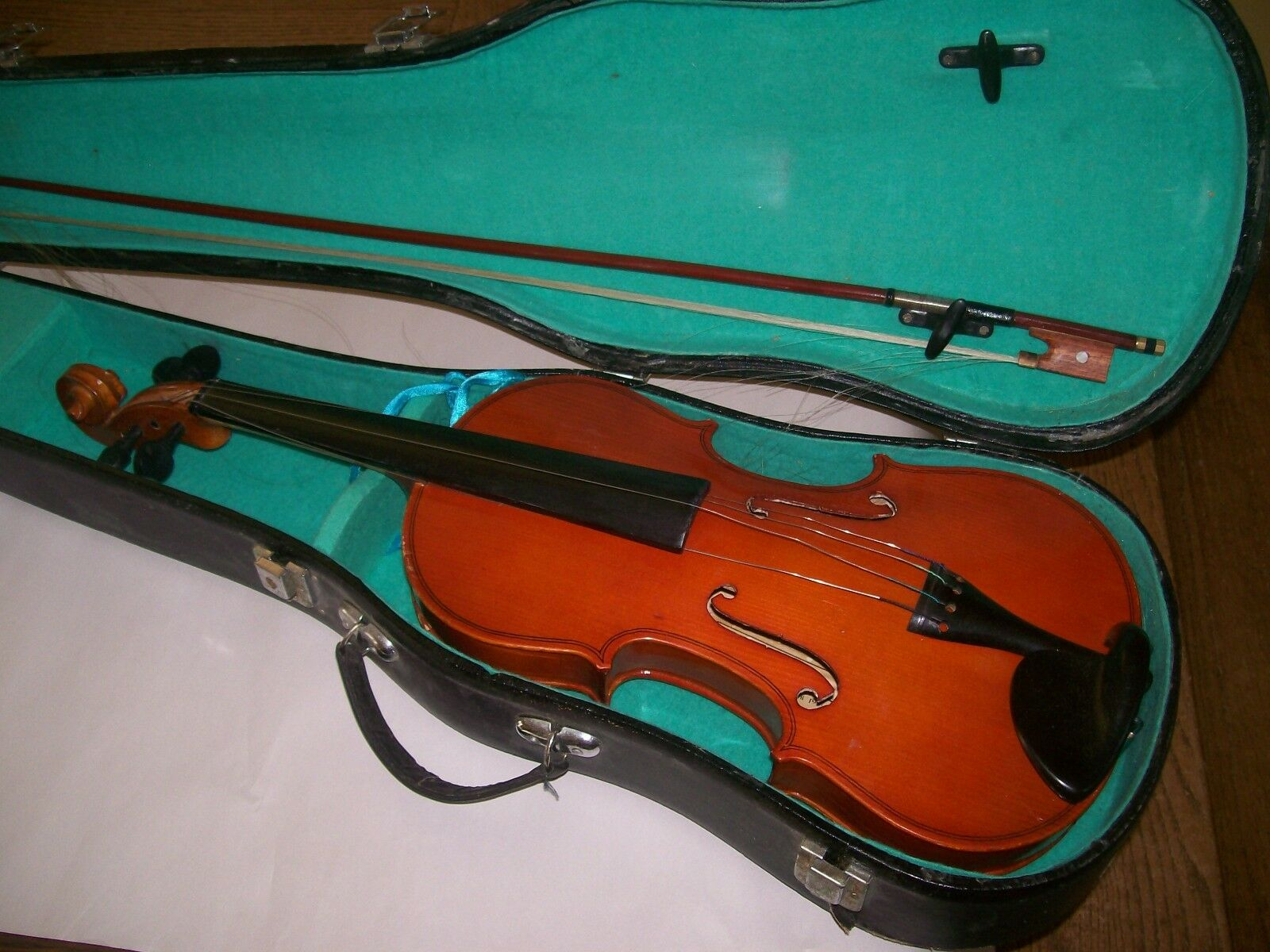 Violin 4 4 Cremona w case and bow