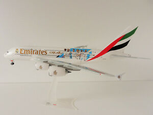 EMIRATES-Airbus-A380-800-REAL-MADRID-1-200-Herpa-559508-A380-A6-EUG-DUBAI-DXB