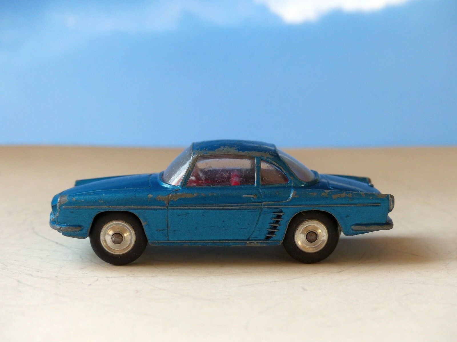 Corgi Toys 222 Renault Floride in Blau with rot interior