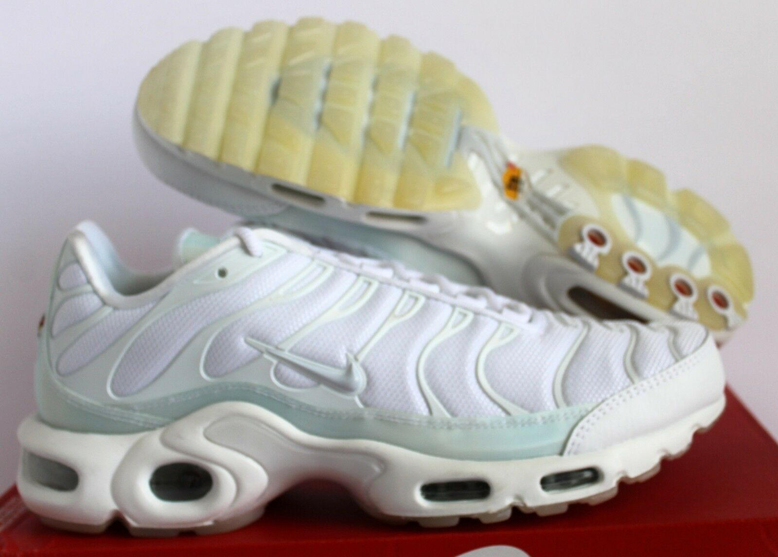 Nike Women's Air Max PLUS PLUS PLUS SE White Pure Platinum- Ice  SZ 9.5 dc94e1