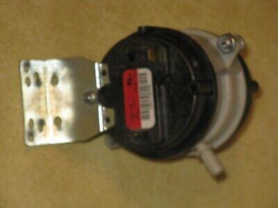 OEM Part Honeywell Air Pressure Switch Reznor Air Pressure Switch 104842