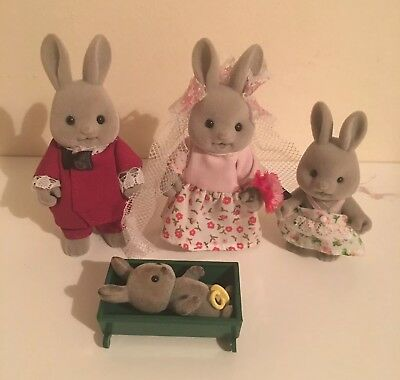 4030 Sylvanian Families Cottontail Rabbit Family Set inc 4 Figures Girls 3+ New