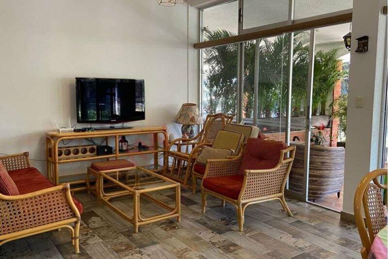Se vende casa en CUERNAVACA, en Fraccionamiento de 8 casas.