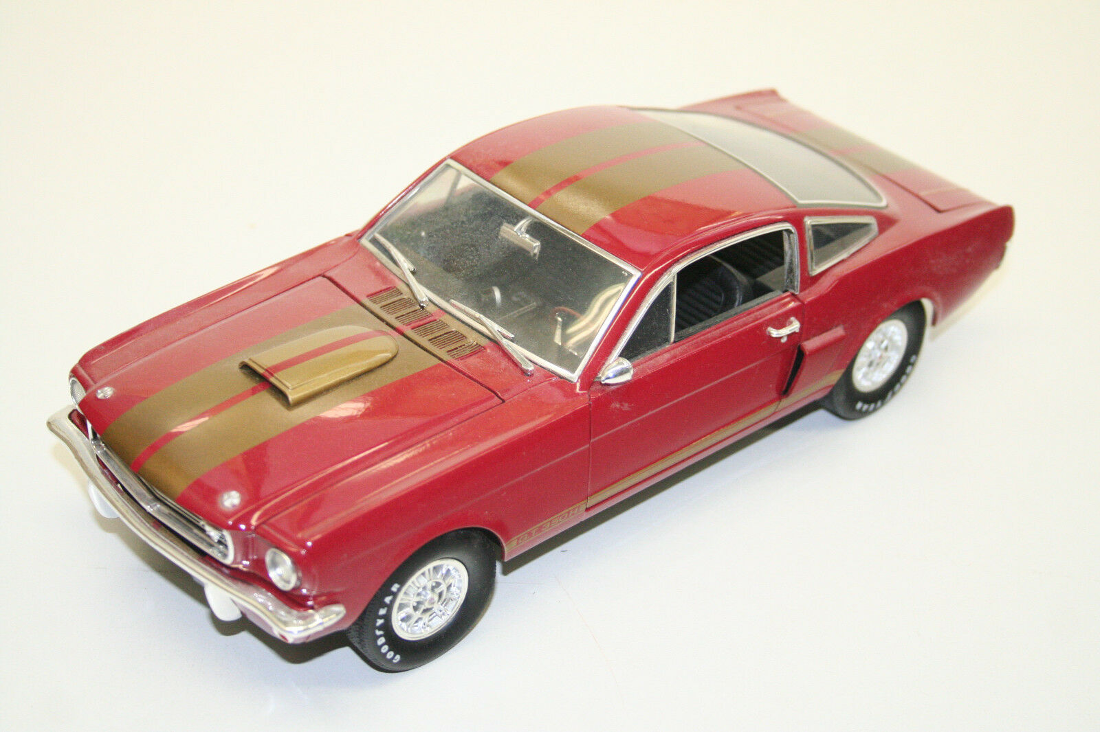 MODELLAUTO 1   18  SHELBY G.T. 350, rot Gold, SHELBY COLLECTIBLES, TOP  068