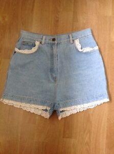 Worn Good Condition Unbranded Light Denim Frill Edged Shorts Uk Size 8-10 29""