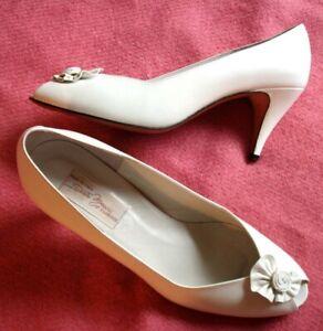 16724b10e0e Details about Sesto Meucci Women 8.M White Leather Heels Pumps Italy Peep  Toe Flowerette