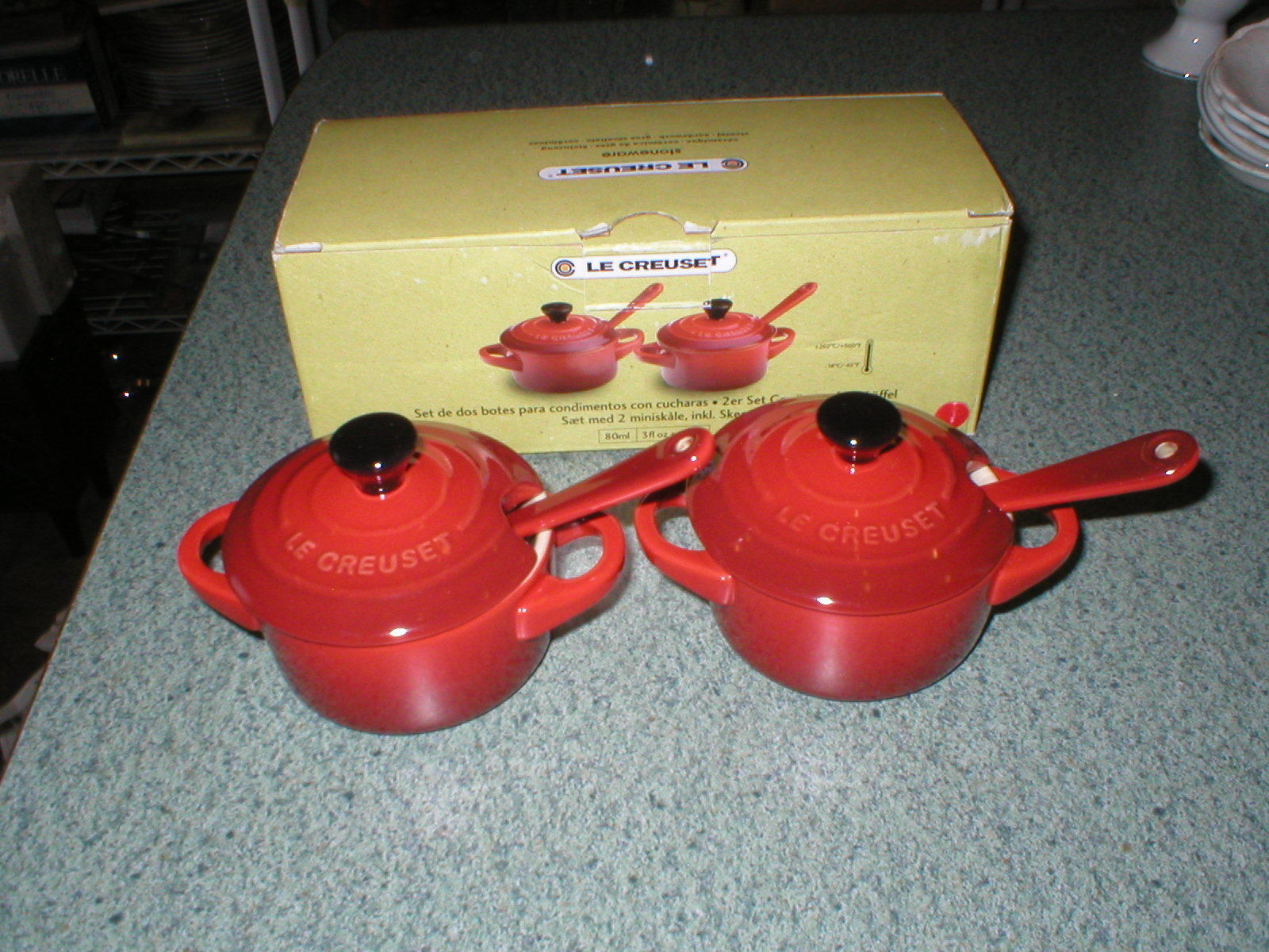 Lot de 2 Le Creuset Cerise Cherry rouge Condiment Pots Avec Cuillères NEW IN BOX