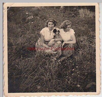 (f11980) Orig. Foto Junge Damen Auf Wiese Bei Kloster Gröningen 1955