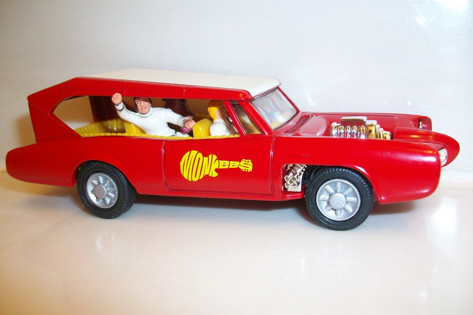 CORGI The Monkees Monkeemobile avec  277 THE MONKEES figures