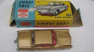 Corgi 245 Buick Riviera Excellente voiture originale dans un très bon badge